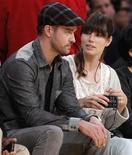 Atores Justin Timberlake e Jessica Biel são vistos assistindo jogo de basquete em Los Angeles, em maio. O casal vai protagonizar nesta semana uma cerimônia de casamento cheia de celebridades na Itália, segundo a revista Us Weekly. 12/05/2012 REUTERS/Lucy Nicholson