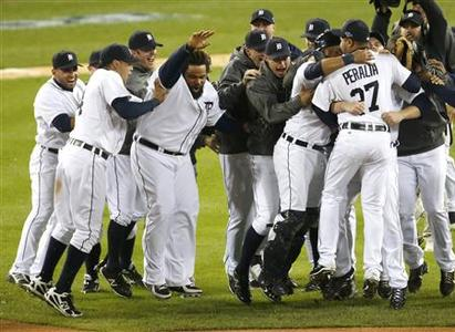 The Detroit Tigers celebrate after defeating the New York Yankees in Game 4 of their MLB ALCS baseball playoff series and advancing to the World Series, in Detroit, Michigan, October 18, 2012. REUTERS/Mark Blinch