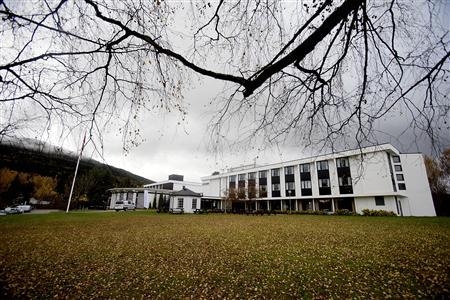 General view of the exterior of the Hurdalsjoen hotel and conference centre where attempts at peace negotiations between FARC Marxist rebels and Colombian officials are taking place, in Hurdel October 18, 2012. REUTERS/Stian Lysberg Solum /NTB Scanpix