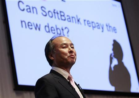 Softbank Corp President Masayoshi Son smiles during a joint news conference with Dan Hesse (not pictured), president and CEO of the Sprint Nextel Corporation, in Tokyo October 15, 2012. REUTERS/Yuriko Nakao