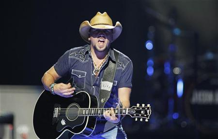 Country music star Jason Aldean performs during the 2012 iHeart Radio Music Festival at the MGM Grand Garden Arena in Las Vegas, Nevada September 21, 2012. REUTERS/Steve Marcus