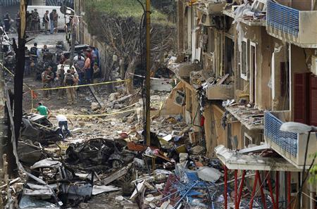 Policemen and investigators inspect the scene of a car bomb that killed Brigadier-General Wissam al-Hassan in Ashrafiyeh, central Beirut October 20, 2012. REUTERS/Jamal Saidi