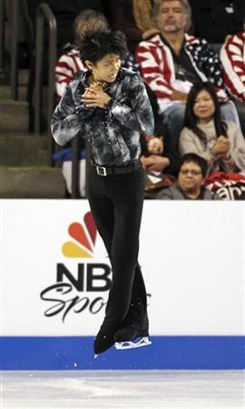 10月19日、フィギュアスケートのGPシリーズ第1戦、スケートアメリカ、男子SPで17歳の羽生結弦が世界歴代最高の95.07点で首位に立った(2012年 ロイター/Anthony Bolante)