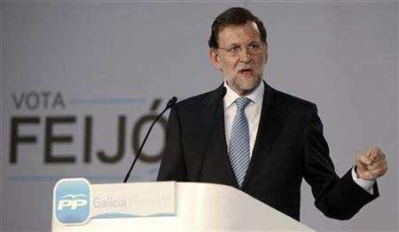 Spain's Prime Minister Mariano Rajoy gestures during an electoral meeting of People's Party (PP) in Vigo, northern Spain October 19, 2012. REUTERS/Miguel Vidal