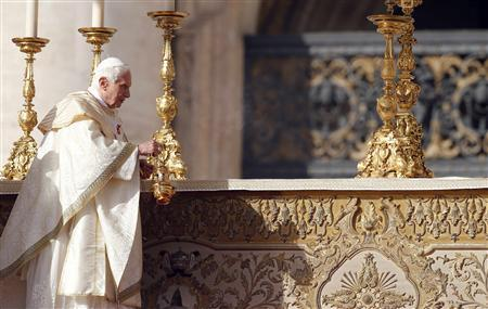 Pope Benedict XVI blesses the altar during a special mass to canonize seven new saints, including the first ever native American to be declared a saint, at St. Peter's square in Vatican City October 21, 2012. REUTERS/Stefano Rellandini