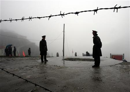 Chinese soldiers guard the Nathu La mountain pass, between Tibet and Sikkim, July 6, 2006. REUTERS/Desmond Boylan/Files