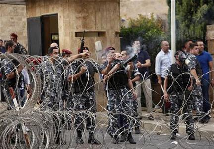 Lebanese security forces fire tear gas at protesters trying to storm the Lebanese government palace in Beirut October 21, 2012. REUTERS/Ahmed Jadallah