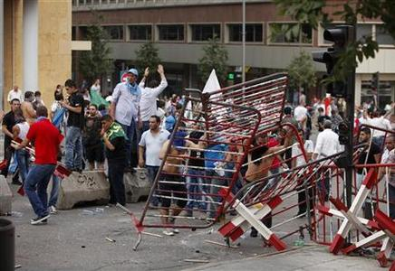 Protesters remove security barriers around the Lebanese government palace during clashes with Lebanese security forces in Beirut October 21, 2012. REUTERS/Ahmed Jadallah