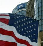 <p>De nombreux analystes financiers recommandent d'acheter l'action General Motors (GM), qui devrait bénéficier du renouvellement de la majeure partie de la gamme du constructeur automobile d'ici un an, mais GM n'en constitue pas moins un motif de frustration pour Wall Street. La plupart des actionnaires estiment notamment que le cours de GM profiterait d'une sortie de l'Etat du capital. /Photo d'archives/REUTERS/Jeff Kowalsky</p>