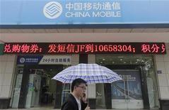 <p>China Mobile, premier opérateur mondial de téléphonie mobile en termes d'abonnés, affiche un bénéfice net en hausse de 1,3% au troisième trimestre, un résultat légèrement supérieur aux attentes. /Photo d'archives/REUTERS</p>