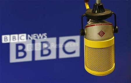 The microphone that newsreader Iain Purdon used to deliver the final BBC World Service news bulletin from BBC Bush House is seen in central London July 12, 2012. REUTERS/Suzanne Plunkett