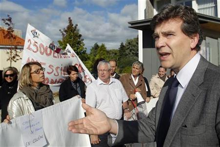 French Minister for Industrial Recovery Arnaud Montebourg talks to employees of French Credit Immobilier de France (CIF) as he arrives for a meeting with trade union representatives at the city hall in Bouguenais near Nantes, western France, October 15, 2012. REUTERS/Stephane Mahe
