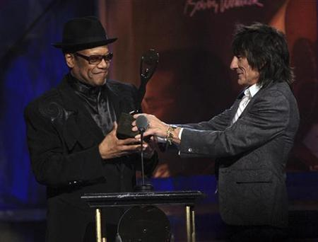 Ronnie Wood (R) inducts Bobby Womack into the Rock and Roll Hall of Fame 2009 during the induction ceremonies in Cleveland, Ohio April 4, 2009. REUTERS/Aaron Josefczyk