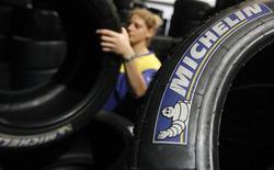 <p>Michelin fait état d'une hausse de 5,7% de son chiffre d'affaires au troisième trimestre, sa politique de prix lui ayant permis de compenser la baisse des volumes enregistrée sur le marché, notamment en Europe occidentale. /Photo d'archives/REUTERS/Régis Duvignau</p>