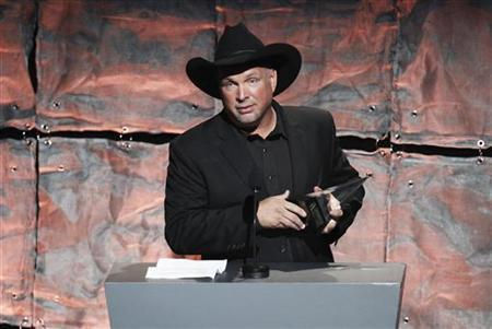 Inductee Garth Brooks speaks after being honored during the Songwriters Hall of Fame awards in New York June 16, 2011. REUTERS/Lucas Jackson/Files
