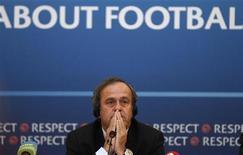 Presidente da UEFA, Michel Platini, é visto nesta foto de 1o de outubro durante coletiva de imprensa em São Petersburgo, na Rússia. 01/10/2012 REUTERS/Alexander Demianchuk