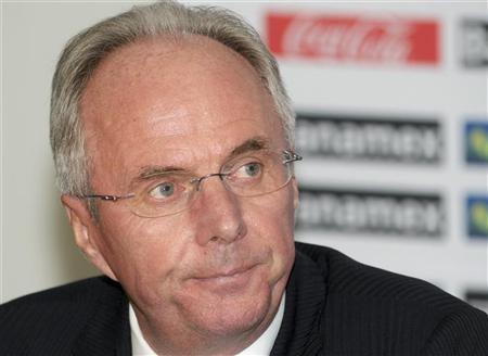 Mexico's national soccer team coach Sven-Goran Eriksson of Sweden answers questions at a news conference at the international airport in Mexico City February 12, 2009. REUTERS/Felipe Leon