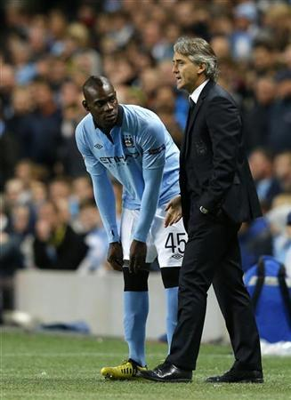 Manchester City's Mario Balotelli (L) discusses with coach Roberto Mancini during their Champions League Group D soccer match against Borussia Dortmund in Manchester October 3, 2012. REUTERS/Phil Noble