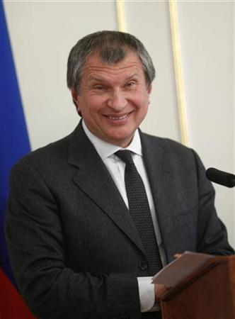 Rosneft CEO Igor Sechin speaks to the media at the Novo-Ogaryovo residence outside Moscow October 22, 2012. REUTERS/Sergey Ponomarev/Pool