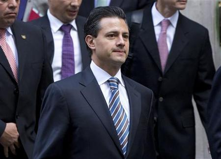 The President elect of Mexico, Enrique Pena Nieto, leaves 10 Downing Street after meeting Britain's Prime Minister David Cameron, in London October 16, 2012. REUTERS/Neil Hall