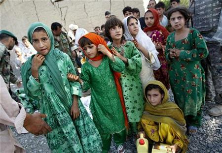 Girls wait to receive humanitarian aid distributed by the U.S. army at the village of Doment, in Afghanistan's Kunar province, August 16, 2009. REUTERS/Oleg Popov