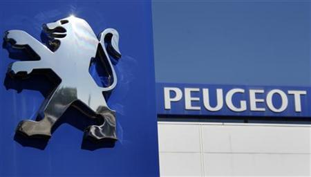 The Peugeot logo is seen at a dealership of French car maker PSA Peugeot-Citroen, Europe's No. 2 automaker by volume, in Selestat, eastern France, September 7, 2012. REUTERS/Vincent Kessler