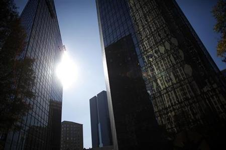 A Bank of America building is seen at the business district of Charlotte, North Carolina November 16, 2009. Picture taken November 16, 2009. REUTERS/Carlos Barria