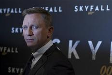 "Actor Daniel Craig poses for photographers during a photocall for the film ""Skyfall"" in Paris October 24, 2012. REUTERS/Gonzalo Fuentes"