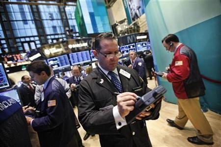 Traders work on the floor of the New York Stock Exchange October 23, 2012. REUTERS/Brendan McDermid