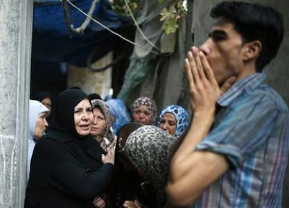 Palestinian relatives of Hamas gunman Ismail al-Tille mourn during his funeral in Beit Lahiya in the northern Gaza Strip October 24, 2012. Israel killed a Hamas gunman in its second round of air strikes in as many days on the Gaza Strip on Wednesday, responding to rocket fire at its southern towns that wounded three people. Separate raids by Israel on Tuesday killed three members of the Islamist group, one of them al-Tille, in control of the coastal territory. REUTERS/Suhaib Salem