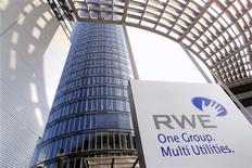 """Штаб-квартира компании RWE в Эссене, 26 сентября 2001 года. Чешская """"дочка"""" германской RWE, чьи судебные разбирательства с Газпромом предшествовали антимонопольному расследованию Еврокомиссии против российского концерна, выиграла суд в споре с Газпромом по условиям контрактов take or pay, сообщила RWE. REUTERS/Juergen Schwarz"""