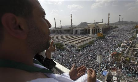 A Muslim pilgrim prays in front of the Namera mosque as Muslim pilgrims gather to hear the afternoon Arafat speech during the peak of the annual haj pilgrimage near the holy city of Mecca October 25, 2012. REUTERS/Amr Abdallah Dalsh
