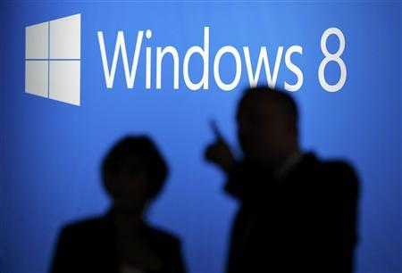 People arrive at the launch event for Microsoft Windows 8 operating system in New York, October 25, 2012. REUTERS/Lucas Jackson