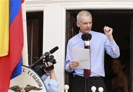 WikiLeaks founder Julian Assange speaks to the media outside the Ecuador embassy in west London August 19, 2012. REUTERS/Olivia Harris