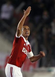 River Plate's David Trezeguet celebrates after scoring a goal against Newell's Old Boys during their Argentine First Division soccer match in Buenos Aires September 9, 2012. REUTERS/Marcos Brindicci