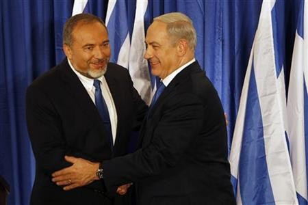 Israel's Prime Minister Benjamin Netanyahu (R) and Foreign Minister Avigdor Lieberman shake hands at a joint news conference in Jerusalem October 25, 2012. REUTERS/Ammar Awad