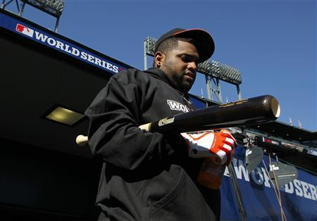 San Francisco Giants third baseman Pablo Sandoval walks out to the field for batting practice before the start of Game 2 of the MLB World Series baseball championship against the Detroit Tigers in San Francisco, October 25, 2012. REUTERS/Danny Moloshok