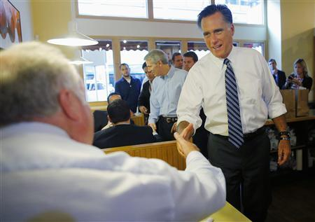 Republican presidential nominee Mitt Romney greets diners at First Watch cafe, where he picked up some food, in Cincinnati, Ohio October 25, 2012. REUTERS/Brian Snyder