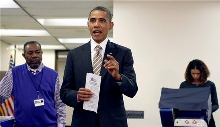 U.S. President Barack Obama holds his early voting ballot receipt after casting his vote at the Martin Luther King Community Center in Chicago, Illinois October 25, 2012. REUTERS/Kevin Lamarque