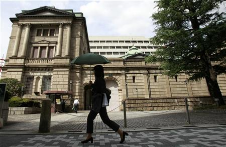 A woman walks past the Bank of Japan building in Tokyo September 26, 2012. REUTERS/Yuriko Nakao