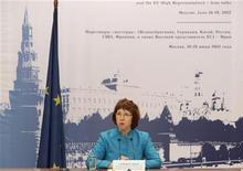 Комиссар ЕС по внешней политике Кэтрин Эштон на встрече с журналистами в Москве 19 июня 2012 года. Евросоюз назвал зловещими изменения в российском законе о гостайне, расширяющие понятие государственной измены, и пообещал внимательно следить за судьбой поправок, судьбу которых должен решить президент Владимир Путин. REUTERS/Sergei Karpukhin