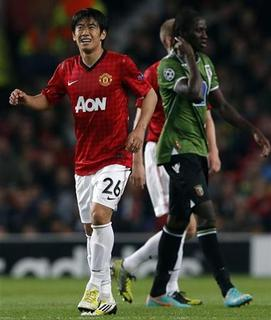 Manchester United's Shinji Kagawa reacts to an injury during their Champions League Group H soccer match against Braga at Old Trafford in Manchester, northern England, October 23, 2012. REUTERS/Phil Noble