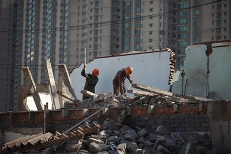 Migrant labourers work at a demolished residential site in Shanghai October 18, 2012. REUTER/Aly Song
