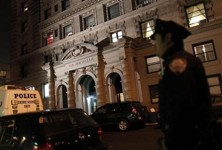 A police officer stands in front of a building on 57 West 75th Street in New York October 25, 2012. A mother returned home to her New York City apartment in this building on Thursday to find two of her young children, a boy and a girl, stabbed to death in the bathtub, and the family's nanny was arrested as the suspect in the killings, police said. The boy was believed to be 1 or 2 years old, and a girl about 6 years old, according to New York Police Department spokesman Paul Browne. REUTERS/Carlo Allegri