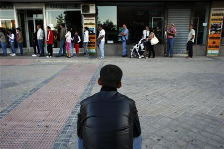 People wait to enter a government-run employment office in Madrid September 4, 2012. REUTERS/Susana Vera