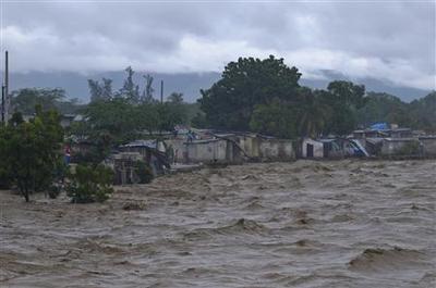 Hurricane Sandy slogs toward U.S., 41 killed in...