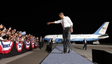 U.S. President Barack Obama points to the crowd as he arrives for a campaign rally in Cleveland, Ohio October 25, 2012. REUTERS/Kevin Lamarque