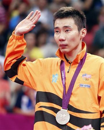 Silver medallist Malaysia's Lee Chong Wei waves at the victory ceremony for the men's singles badminton event at the London 2012 Olympic Games at the Wembley Arena August 5, 2012. REUTERS/Bazuki Muhammad