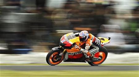 Honda MotoGP rider Casey Stoner of Australia rides during qualifying ahead of the Australian Motorcycle Grand Prix at Phillip Island October 27, 2012. REUTERS/Brandon Malone