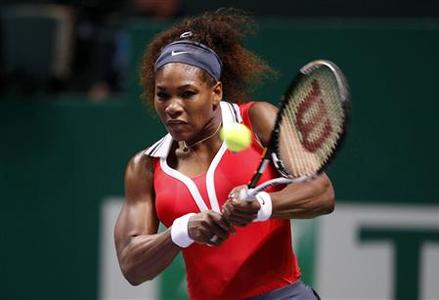 Serena Williams of the U.S. hits a return to Poland's Agnieszka Radwanska during their semifinals WTA tennis championships match in Istanbul, October 27, 2012. REUTERS/Osman Orsal